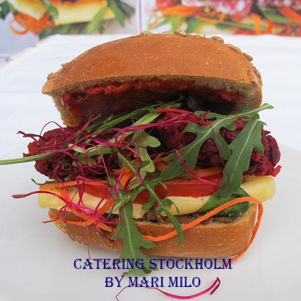 Vegetarisk macka med rödbetsbiffar