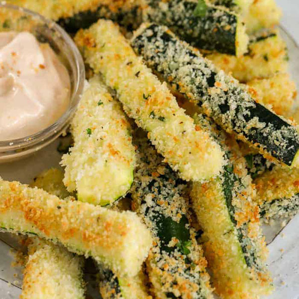 Zucchini parmigiano fritters med dip